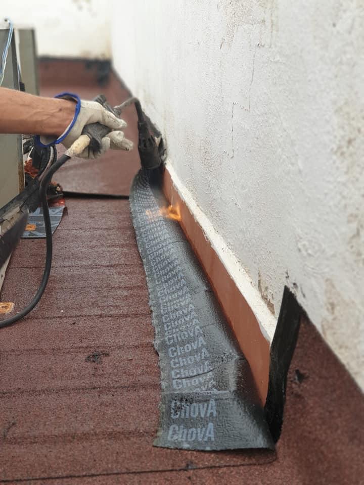 Trabajo de impermeabilización en terraza