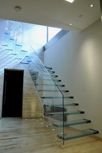 Barandilla y escalera de cristal en Cartagena